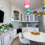 Кухня вашей мечты Фартук для белой кухни полезные советы материалы характеристика размеры кухонного фартука сочетание цветов белая кухня яркие акценты фото