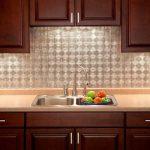 Кухня вашей мечты Фартук для кухни Кухонный фартук из пластика полезные советы материалы характеристика размеры кухонного фартука глянцевая кухня современная кухня металлический фартук фото