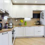 Кухня вашей мечты Фартук для белой кухни полезные советы материалы характеристика размеры кухонного фартука сочетание цветов белая кухня фото