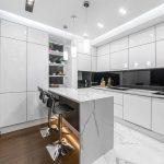 Кухня вашей мечты Черно-белая кухня полезные советы материалы характеристика размеры сочетание цветов яркие акценты на белой кухне фото