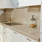 Кухня вашей мечты Фартук для кухни Кухонный фартук из искусственного камня полезные советы материалы характеристика размеры кухонного фартука идеи фото