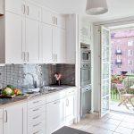 Кухня вашей мечты Фартук для белой кухни полезные советы материалы характеристика размеры кухонного фартука сочетание цветов белая кухня фартук из мозаики фото