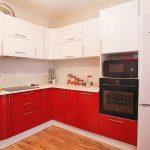 Кухня вашей мечты Красно-белая кухня полезные советы материалы характеристика размеры сочетание цветов яркие акценты на белой кухне современная кухня фото