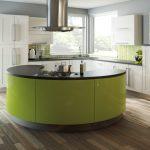 Кухня вашей мечты Бело-зеленая кухня полезные советы материалы характеристика размеры сочетание цветов яркие акценты на белой кухне фото