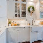 Кухня вашей мечты Фартук для белой кухни полезные советы материалы характеристика размеры кухонного фартука сочетание цветов белая кухня красивая кухня фото
