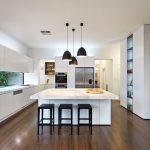 Кухня вашей мечты Фартук для белой кухни полезные советы материалы характеристика размеры кухонного фартука сочетание цветов белая кухня фартук из стекла фото
