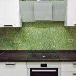 Кухня вашей мечты Фартук для кухни Кухонный фартук из мозаики полезные советы материалы характеристика размеры кухонного фартука зеленый фартук фото