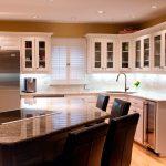 Кухня вашей мечты Фартук для кухни Кухонный фартук из пластика полезные советы материалы характеристика размеры кухонного фартука глянцевая кухня современная кухня белая кухня фото