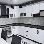 Кухня вашей мечты Черно-белая кухня полезные советы материалы характеристика размеры сочетание цветов яркие акценты на белой кухне фартук из мозаики фото