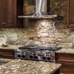 Кухня вашей мечты Фартук для кухни Кухонный фартук из искусственного камня полезные советы материалы характеристика размеры кухонного фартука металл фото