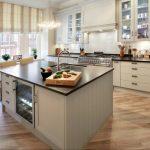 Кухня вашей мечты Фартук для белой кухни полезные советы материалы характеристика размеры кухонного фартука сочетание цветов белая кухня остров на кухне фото