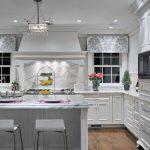Кухня вашей мечты Белая кухня фото полезные советы материалы характеристика размеры сочетание цветов яркие акценты на белой кухне красивые фото