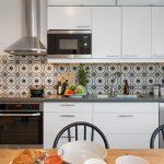 Кухня вашей мечты Фартук для белой кухни полезные советы материалы характеристика размеры кухонного фартука сочетание цветов белая кухня техника для кухни фото