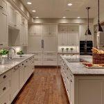 Кухня вашей мечты Фартук для белой кухни полезные советы материалы характеристика размеры кухонного фартука сочетание цветов белая кухня ламинат на кухне фото
