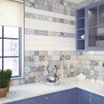 Кухня вашей мечты Фартук для кухни Кухонный фартук из керамической плитки полезные советы материалы характеристика размеры кухонного фартука синяя кухня фото