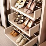 Наполнение шкафа купе фурнитура для шкафов купе открытые полки выдвижные ящики варианты наполнения советы профессионалов как разместить туфли в шкафу фото