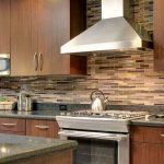 Кухня вашей мечты Фартук для кухни Кухонный фартук из пластика полезные советы материалы характеристика размеры кухонного фартука глянцевая кухня современная кухня кирпичная кладка фото