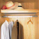 Наполнение шкафа купе фурнитура для шкафов купе открытые полки выдвижные ящики варианты наполнения советы профессионалов мужская одежда в шкафу фото