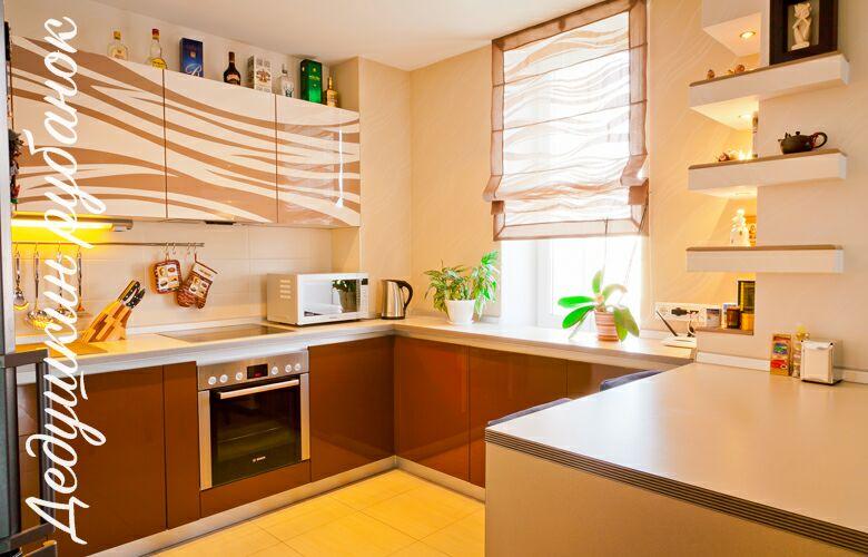 Фото кухни на заказ в Томске. Небольшие кухни по индивидуальным размерам. Большой выбор дизайна и фурнитуры. Качественные кухни под заказ недорого.