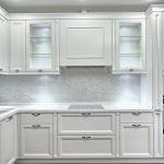 Кухня вашей мечты Белая кухня фото полезные советы материалы характеристика размеры сочетание цветов яркие акценты на белой кухне классическая кухня фото