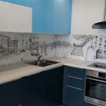 Кухня вашей мечты Фартук для кухни Кухонный фартук из закаленного стекла полезные советы материалы характеристика размеры кухонного фартука синяя кухня фото