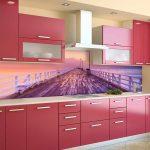 Кухня вашей мечты Фартук для кухни Кухонный фартук из пластика полезные советы материалы характеристика размеры кухонного фартука глянцевая кухня современная кухня розовая кухня фото
