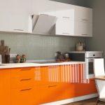 Кухня вашей мечты Бело-оранжевая кухня полезные советы материалы характеристика размеры сочетание цветов акценты на белой кухне фото