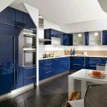 Кухня вашей мечты Бело-синяя кухня полезные советы материалы характеристика размеры сочетание цветов яркие акценты на белой кухне глянцевая кухня фото