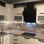 Кухня вашей мечты Фартук для кухни Кухонный фартук из закаленного стекла полезные советы материалы характеристика размеры кухонного фартука глянцевая кухня современная кухня розетки на кухне фото
