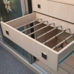 Наполнение шкафа купе фурнитура для шкафов купе открытые полки выдвижные ящики варианты наполнения советы профессионалов размещение брюк в шкафу фото
