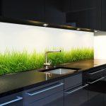 Кухня вашей мечты Фартук для кухни Кухонный фартук из закаленного стекла полезные советы материалы характеристика размеры кухонного фартука белый фартук трава фото