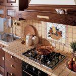 Кухня вашей мечты Фартук для кухни Кухонный фартук из керамической плитки полезные советы материалы характеристика размеры кухонного фартука стиль кантри фото
