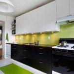 Кухня вашей мечты Бело-зеленая кухня полезные советы материалы характеристика размеры сочетание цветов яркие акценты на белой кухне зеленый фартук фото