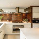 Кухня вашей мечты Фартук для белой кухни полезные советы материалы характеристика размеры кухонного фартука сочетание цветов белая кухня дерево на кухне фото