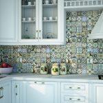 Кухня вашей мечты Фартук для кухни Кухонный фартук из керамической плитки полезные советы материалы характеристика размеры кухонного фартука яркий фартук фото