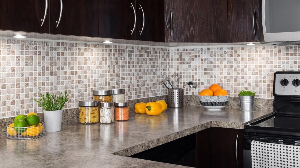 Кухонный фартук ил пластиковых панелей полезные советы варианты исполнения фото