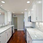 Белая кухня освещение полезные советы примеры исполнения фото