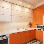 Кухня вашей мечты Бело-оранжевая кухня полезные советы материалы характеристика размеры сочетание цветов яркие акценты на белой кухне глянцевая кухня фото